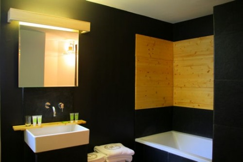 dark_bathroom_5