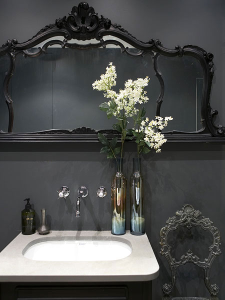 dark_bathroom_3